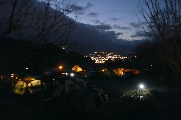 夜の乙女森林公園第2キャンプ場の様子