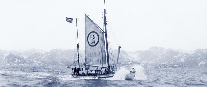 海を渡る小さな商船