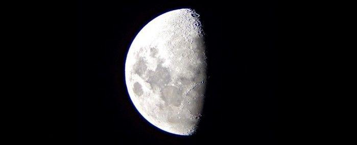 ビクセンの望遠鏡で見た月の写真