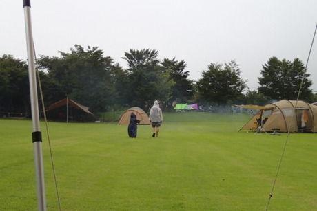 雨の日のキャンプ場の様子