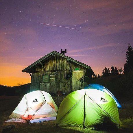 明るく輝くMSRのテント