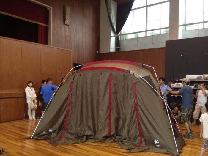 スノーピーク箕面自然館のテント設営の講習