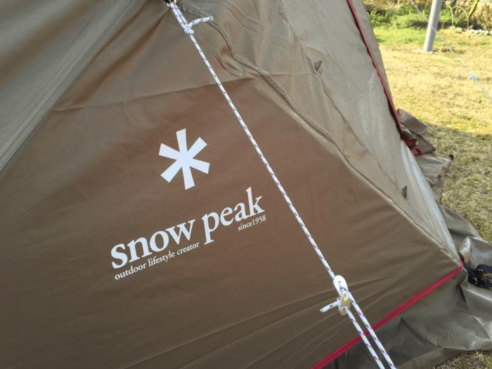 スノーピークのテントのロゴ部分