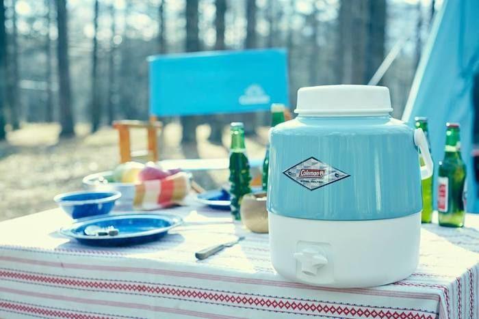 コールマンのヴィンテージシリーズを使ったキャンプの食卓の様子
