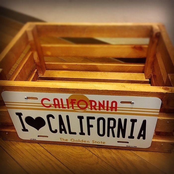I♥CALFORNIAと書かれたプレートのついた木箱