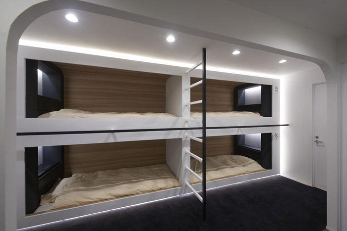 ロックヒルズガーデンの室内の部屋のベッド