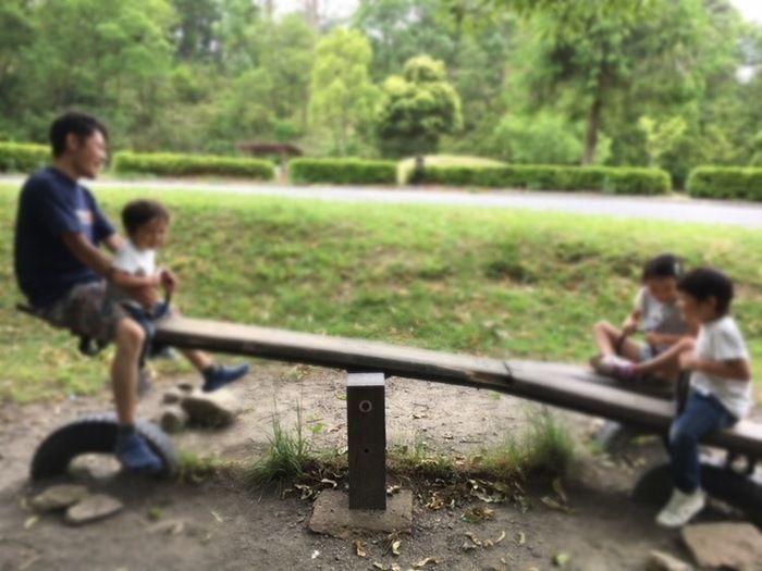グリム冒険の森の遊具で遊ぶ子供