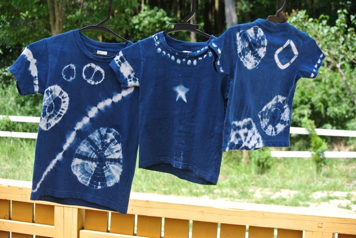 草木染めされたTシャツ