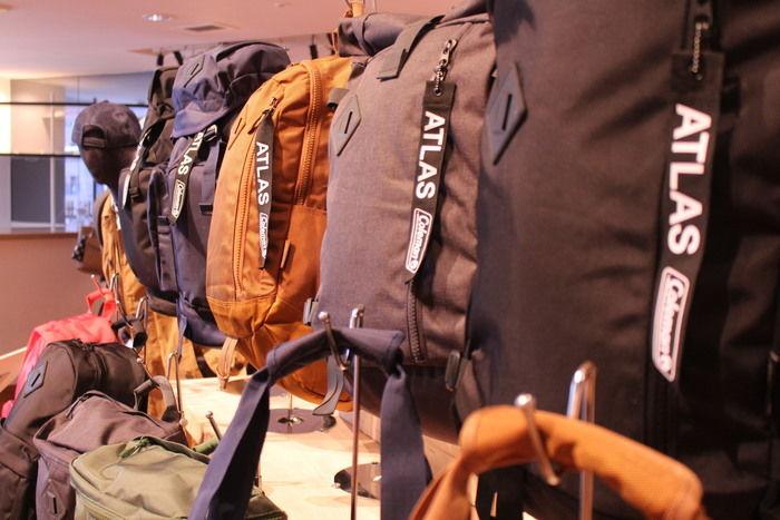 様々な種類のバックパック