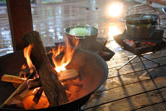 焚き火とダッチオーブン
