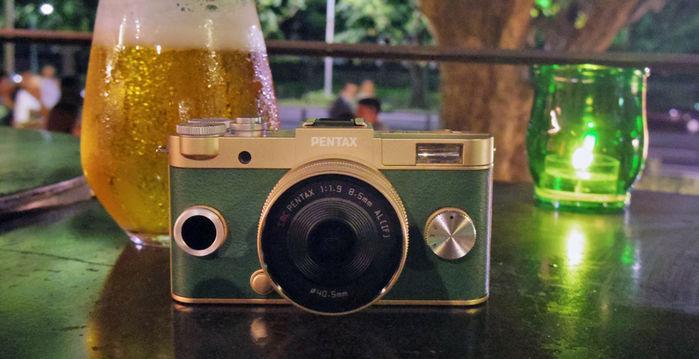 ゴールドとグリーンのカメラ