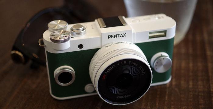 ホワイトとグリーンのカメラ