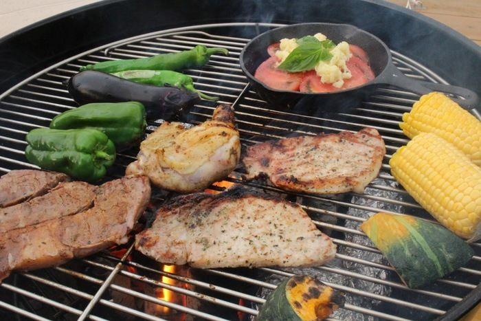 グリルで焼かれたお肉と野菜
