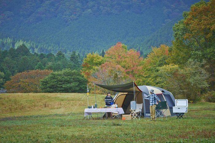 山際でのキャンプの様子
