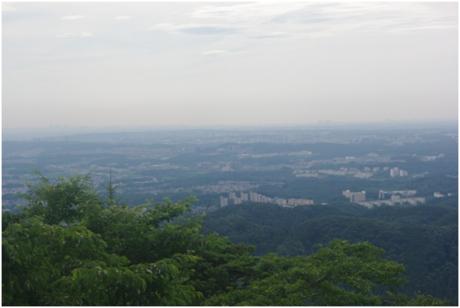 高尾山の表参道コースの道中で見える景色