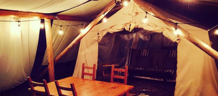 WILD KINGDOMオリジナルのコテージ型テント