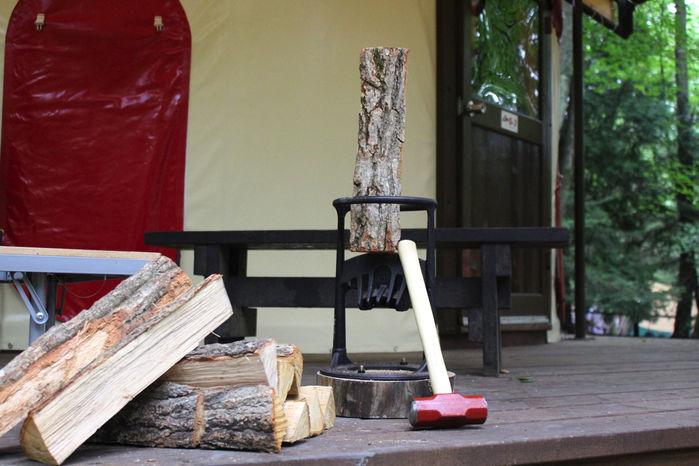 マッシュルームパオ TAKIBIにある薪割り器