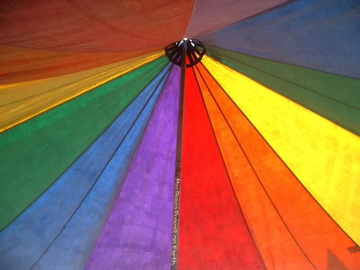 虹色のティピーテント