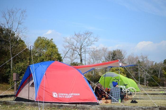 キャンプ場に設置されたドッペルギャンガーのワンタッチテント