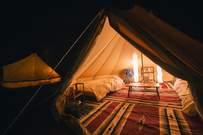 夜のPICA秩父のテント内の様子