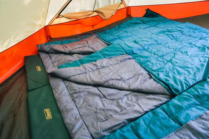 テントの中の寝具の様子