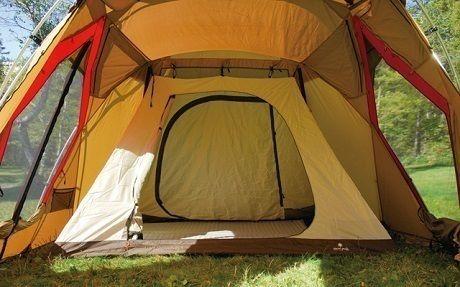 テント内に設置されたインナーテント