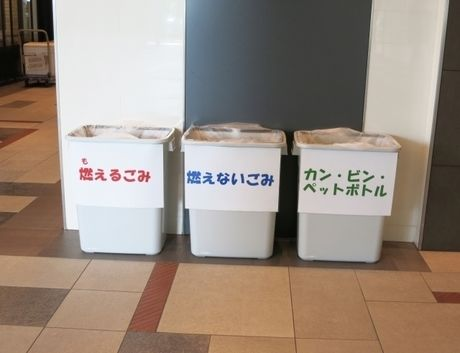 キャンプ場に設置されたゴミ箱