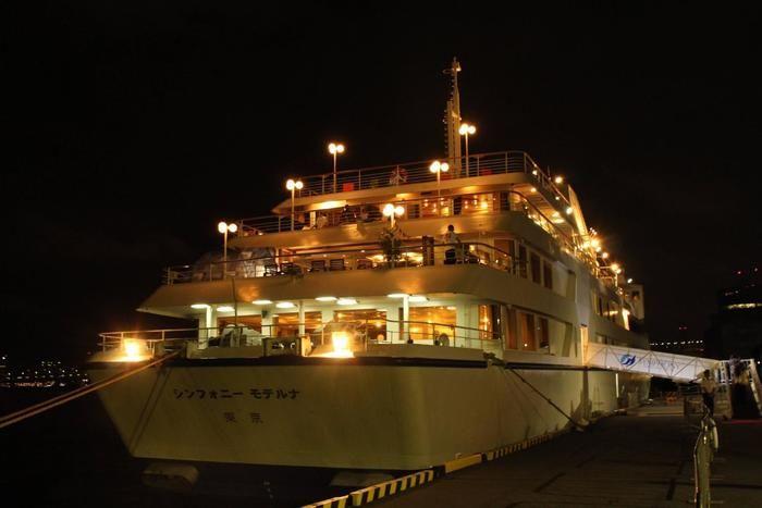 真夜中のピクニック船のクルージング船