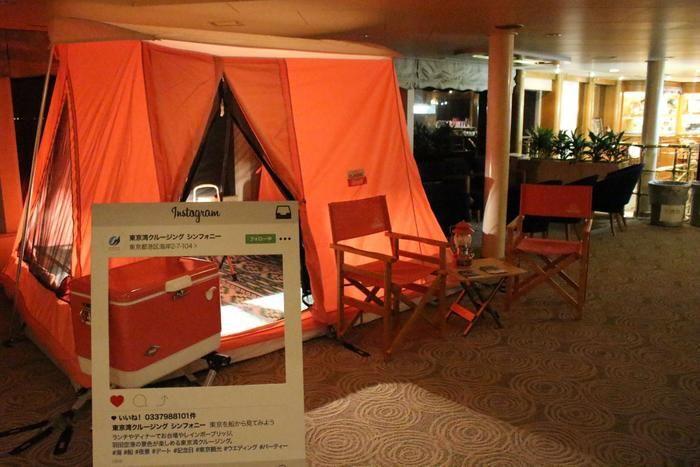 クルージング船内のコールマンのテントとフォトスポット