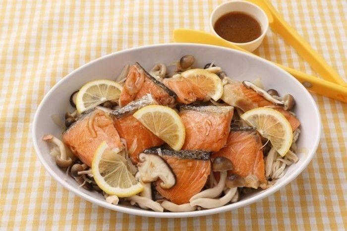 鮭とキノコのワイン蒸し(醤油バターソースがけ)