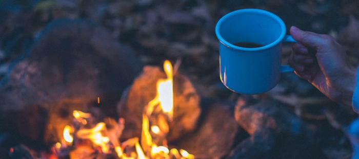 コーヒーを飲みながら焚き火も