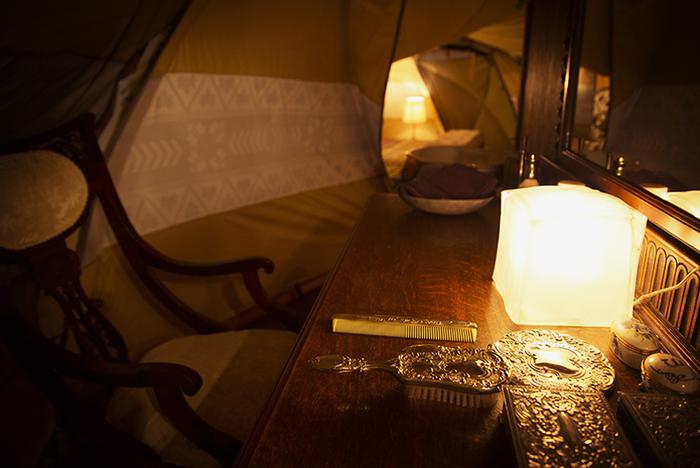 スイートルームのような雰囲気のテント内