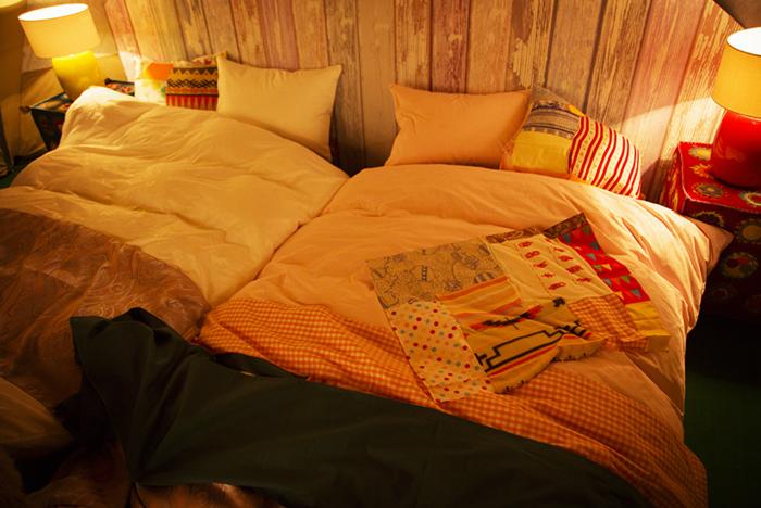 寝室のロースタイルベッド
