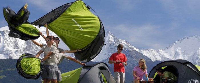 ケシュアのテントを設営する様子