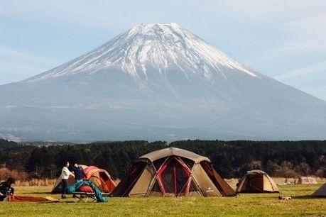 スノーピークのランドロックのテントサイトと富士山