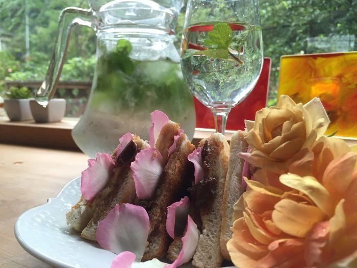 千葉県の「バラの学校」のバラジャムを使ったサンドイッチ