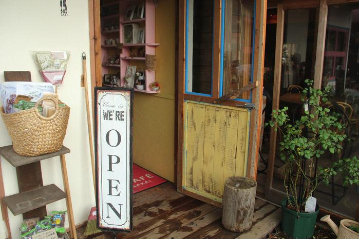 千葉県の「バラの学校」のカフェ