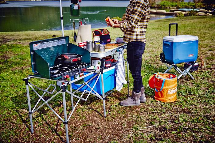 コールマンのクーラーボックスを使ったキャンプのキッッチン周り