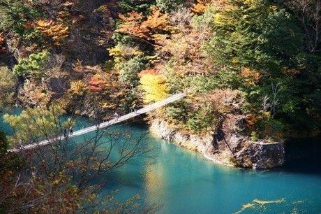 寸又峡の夢の吊り橋の様子