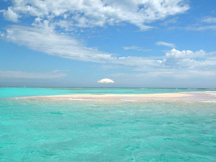 与論島のコバルトブルーの海岸