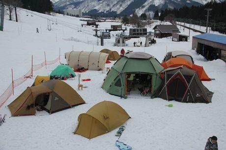 湯沢中里キャンプ場に設置されたテント