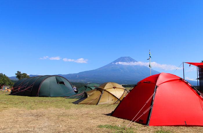 ふもとっぱらキャンプ場のキャンプサイトと富士山