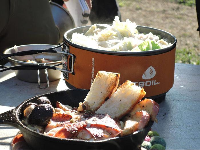 スキレットや鍋を使った料理