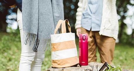 ピクニックのお弁当と水筒