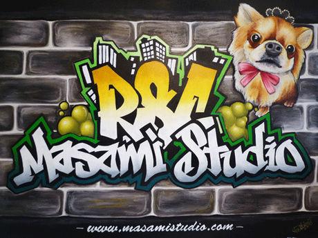 スタジオ用に描かれた犬をモチーフとしたクールなチョークアート