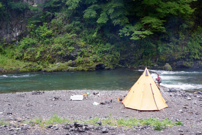 氷川キャンプ場の川原にたつテント