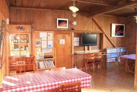 山小屋の食堂