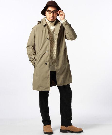 ビーミング by ビームス : 5WAYパッカブルステンカラ―コートを着た男性