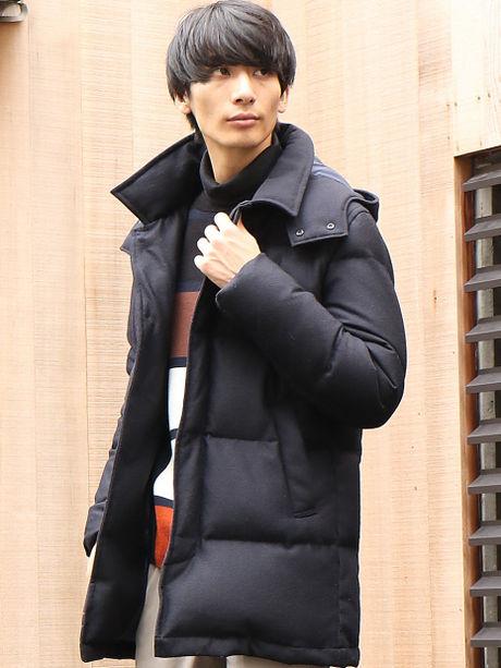 アバハウス:ジョーゼットダウンジャケットを着た男性