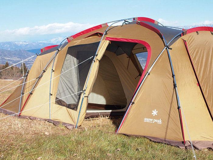 キャンプ場にたてられたスノーピークのテント